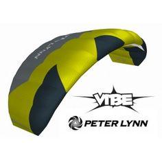 De Vibe 2013 bouwt door op het succes van de VibeI en Vibe II als de meest duurzame betrouwbare 2 lijns vlieger voor beginners.Ter info, onlangs is de naam Vibe aangepast naar Hype, de vlieger blijft verder gelijk.De constructie is verder verbeterd, nog hoger stabiliteit en betere besturing, met de hoge kwaliteit en design details welke eigen zijn aan Peter Lynn vliegers.De Vibe vliegt nu nog makkelijker in lichtere wind, heeft een breed wind bereik, wat de vlieger een plezierig vlieg…