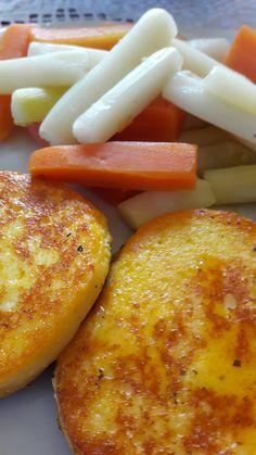✔C9 3.napján pazar ebédünk. ✔ Grillezett sajt, párolt spárga és sárgarépa.  ✔Mennyei! ❤❤❤  Ja, és az első két nap ebédjét nem raktam fel, mert nem volt mit, hisz nem ettünk semmit két napig, csak ittunk.  Talán az még fontos, hogy már 3 kg-mal kevesebbet mutat a mérleg. :-) 💪💪💪 Nap, French Toast, Keto, Breakfast, Food, Hoods, Meals