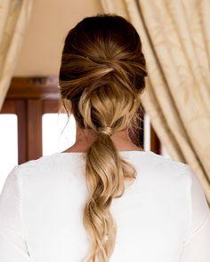 10 pigtails in trend for an Oui bride Cute Hairstyles Updos, Wedding Hairstyles, Wedding Hair And Makeup, Bridal Hair, Undone Look, World Hair, Oui Oui, Hair Day, Gorgeous Hair