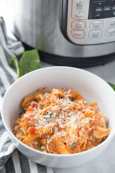 Healthy Instant Pot Baked Ziti for the 21 Day Fix whenever you are craving a bowl of warm and cheesy comfort food! Packed with protein and veggies, this Healthy Baked Ziti is gluten-free with a dairy free option, as well! 21 Day Fix Baked Ziti Healthy Breakfast Casserole, Healthy Casserole Recipes, Healthy Dinner Recipes, Healthy Food, Crockpot Recipes, Chicken Recipes, Healthy Instapot Recipes, Healthy Cooking, Sin Gluten
