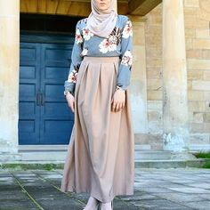 Outfit Hijab 2018 5 Of The Sweetest Hijab Styles For Summer 2018 / 2019 Hijab Fashion and Chic Style Hijab Fashion Plus de styles hi. Hijab Fashion Summer, Street Hijab Fashion, Arab Fashion, Islamic Fashion, Fashion Mode, Muslim Fashion, Modest Fashion, Skirt Fashion, Fashion Outfits