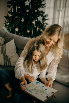 Vivir con tus padres y tus hijos nunca fue tan fácil... - Mujeres Reales What You Can Do, How Are You Feeling, Find A Babysitter, Holiday Stress, Best Gifts For Mom, Wishes Messages, Quality Time, Girl Birthday, Family Photography