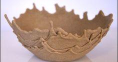 Blanda sand och flytande lim och häll eller droppa över en uppochner-vänd skål i lager på lager. Låt stelna och fyll med sommarens stran...