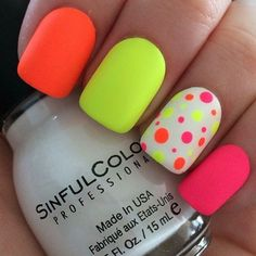 Girls want to have a cute nail designs to look natural and attractive, the trend of fashion changes everyday and having a variety of modern nails manicures that are easy to paint and will also look beautiful makes cute nail art more demanding among women. Dot Nail Art, Polka Dot Nails, Polka Dots, Diy Nails, Cute Nails, Manicure Ideas, Nail Tips, Neon Nail Designs, Nails Design