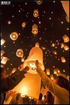 I love lanterns,   Lanterns being released in Chiang Mai, Thailand  just like tangled!!! Xx