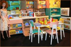 Barbie Dream kitchen. Had lots of fun with this and all of it's tiny accessories. Barbie Dream, Barbie Car, Barbie Paper Dolls, Play Barbie, Barbie Doll House, Barbie Furniture, Dollhouse Furniture, Miniature Furniture, Barbie World