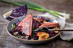 Teriyaki-Leberkäse mit asiatischem Rotkohlsalat Rezept | LECKER New Years Eve Party, Fabulous Foods, Love Food, Steak, Brunch, Yummy Food, Healthy, Recipes, Inspired