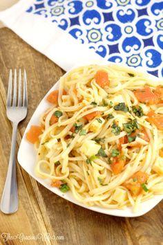 Easy Bruschetta Linguine Pasta Recipe - an easy pasta dinner idea recipe with tomatoes, garlic, basil, and mozzarella.  Super easy and super delicious!  | From TheGraciousWife.com
