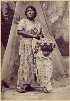 Yosemite mother & child - Cradles of openwork basketry were woven and then covered with deer skin for carrying the infant. Special ornately designed baskets were woven specifically for use in wedding and dance ceremonies. Native American Beauty, Native American Photos, Native American Tribes, American Spirit, Native American History, American Symbols, Indian Tribes, Native Indian, Walk In The Spirit