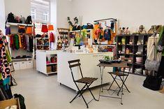 Streetshop von Sorgsam in der Skodagasse Wien Online Magazine, Desk, Vienna, Shops, Shopping, Furniture, Home Decor, City, Environment