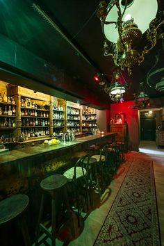 The Pharmacy is een speakeasy bar op een geheime locatie in Knokke waar smaak centraal staat. De bar is vier dagen per week geopend, van vrijdag tot maandag. Het is dus aangeraden om vooraf een plekje te reserveren via 0468 20 54 59.