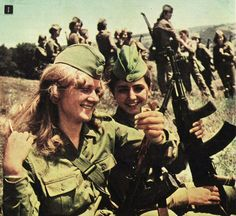soldier girls of the people's romanian army - History Of Romania, Romania People, Romanian Women, Army Uniform, Military Uniforms, Military Weapons, Female Soldier, Military Women, Military Photos