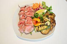 Un piatto leggero, ideale per la vostra pausa pranzo.  Vi aspettiamo!.  #pranzo #pasticceriapamela #modena
