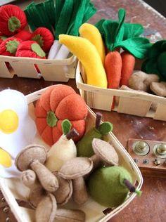 petits légumes Easy Felt Crafts, Felt Diy, Cute Crafts, Felt Food Patterns, Felt Play Food, Fake Food, Diy Toys, Handmade Toys, Homemade