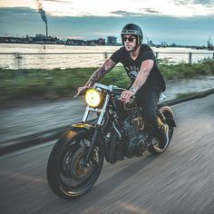 We don't know what they're smoking, but the boys from @nozemamsterdam have just built one of the best Yamaha customs we've ever seen. It's a razor-sharp XS850 with all-new bodywork, Brembo brakes, new triple trees and shocks, and a cool yellow Cibie headlight. We'd ride it in a shot—would you?  #yamaha #XS850 
