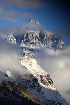 intothegreatunknown: Cloudy Everest bis...