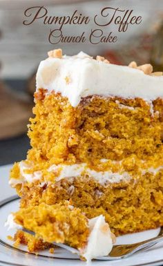 This pumpkin toffee crunch cake is like a mouth full of fall. Not only is this cake super moist with tons of pumpkin flavor, but its got bits of crunchy, buttery toffee throughout it, then its covered in a delicious cinnamon cream cheese buttercream. Fall Desserts, Delicious Desserts, Toffee Cake, Fall Cakes, Salty Cake, Pumpkin Dessert, Pumpkin Crunch Cake, Pumpkin Cakes, Pumpkin Cheesecake