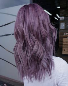purple hair Gorgeous Hair-Color Styles You Need to Try in 2020 Purple Hair Black Girl, Short Purple Hair, Pastel Purple Hair, Lilac Hair, Hair Color Purple, Hair Dye Colors, Silver Purple Hair, Purple Wig, Purple Style