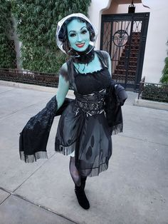 Disneyland Halloween Costumes, Haunted Mansion Costume, Cosplay Ideas, Costume Ideas, Madame Leota, Body Shots, Favorite Holiday, Ghosts, Full Body