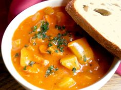 burt_gulas_II Czech Recipes, Ethnic Recipes, Goulash, Thai Red Curry, Food And Drink, Red Peppers