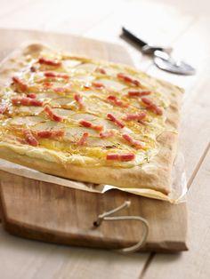 Pizza munster, pomme et lardons Pizza Au Bacon, Bacon Bacon, Munster, Pizza Hut, Hawaiian Pizza, Summer Recipes, Entrees, Cheese, Meals