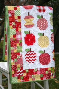 A Little Bit Biased: Finished Apple-licious Quilt