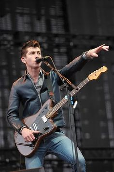 Alex Turner of Arctic Monkeys OMFG he's so hot Arctic Monkeys, Coachella 2012, Do I Wanna Know, The Wombats, The Last Shadow Puppets, Indie Music, Music Is Life, Live Music, My Favorite Music