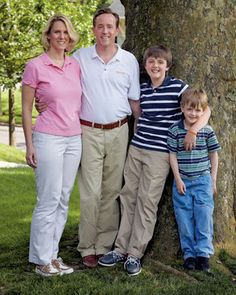 Every wonder how families stay healthy, fit and thin? We asked Dr. Oz for his tips on how to build a healthy family strategy. Dr. Oz says families (like the Carroll's, pictured) that make healthy lifestyle choices together, stay healthy together. Here's his game plan for your family. #healthyliving #healthcare #tips