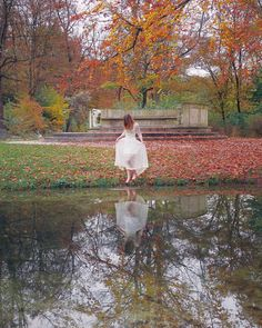 Take me deeper than my feed could ever wander… ♢ ♢ ♢ #daydreaming #nature #whitedress #barefoot #water #river #fall #autumn #trees #autumntrees #fashion #inspiration #instame #wedingdress #photography #me #reflection #amateurphotography #photooftheday #fashionphotography #photoshoot #photoshooting #outdoorshooting #explore #inspire #naturegirl #girl #dress #beautiful #dreaming (hier: Munich, Germany)