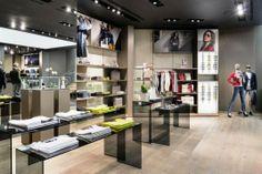 Cool Small Shop Design Ideas New Porsche, Porsche Design, Retail Interior  Design, Retail
