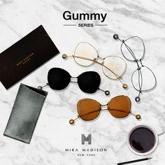 Mira Madison brand 🕶  Gummy Series แว่นตาสไตล์หรูหรา  ออกแบบมาเป็นพิเศษ ปลายขาจะมีอะไหล่ตุ้มวงกลม เพิ่มความแปลกใหม่ ตัวเลนส์มีให้เลือกทั้งกันแดด และเลนส์ใส Uv400 เลนส์กรองแสงในตัวพิเศษจากnewyorkเท่านั้น.   แนะนำมากค่ะ #ด่วนค่ะ #มีจำนวนจำกัด #ไม่ควรพลาด #เริ่มจำหน่ายอาทิตย์หน้าค่ะ #musthave   มี 2 แบบ 4 สี ให้เลือกนะค่ะ แบบกันแดด 1.เลนส์ดำตุ้มเงิน/2.เลนส์สีน้ำตาลชาตุ้มทอง แบบใส 1.เลนส์ใสขาวตุ้มเงิน/2.เลนส์ใสน้ำตาลอ่อนตุ้มทอง