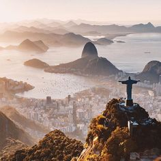High above Christ the Redeemer - Rio de Janeiro, Brasil. Destination Soleil, Places To Travel, Places To See, Rio Brazil, Christ The Redeemer, Les Continents, Reisen In Europa, Brazil Travel, Strand