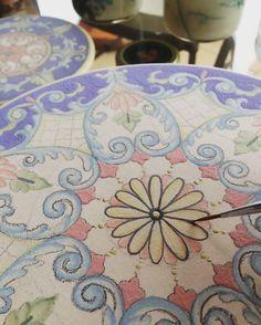 Um passatempo que virou minha paixão!  #ceramic #ceramics #ceramica #cerâmica #art #artist #arte #artista #decoration #decoracao #decoração #pintura #pinturaamao #handmade #lilianacastilho