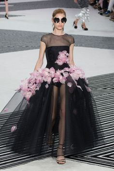 Giambattista Valli Haute Couture Fall 2015/2016. See all the best looks from Paris.
