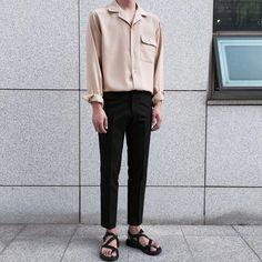 Com korean fashion men, asian Korean Fashion Trends, Korean Street Fashion, Look Fashion, Mens Fashion, Fashion Outfits, Classy Outfits, Stylish Outfits, Estilo Street, Men's Wardrobe