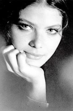 Ornella Muti - Ornella´s verträumtes Gesicht ein Gedicht !