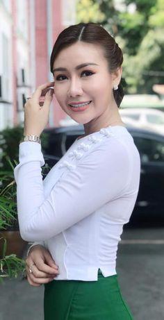 School Girl Teacher, Beautiful Asian Women, Beautiful Ladies, Burmese Girls, Myanmar Women, Attractive Girls, Asian Woman, Asian Beauty, Nature Instagram