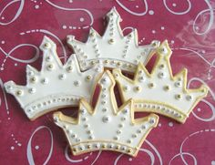 Princess Crown - Tiara Cookie Favors - Decorated - Crown - Tiara Cookie Favors - Prince Crown Cookie Favors - 1 Dozen Wow, these cookie crowns look too pretty to eat :) Iced Cookies, Royal Icing Cookies, Cupcake Cookies, Sugar Cookies, Cookies Et Biscuits, Iced Biscuits, Baby Cookies, Flower Cookies, Heart Cookies
