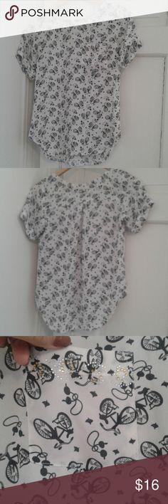 XS Blouse bundle EUC Professional flowy blouses. No brand. Both have a front pocket.  Chic patterns! Tops Blouses