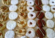 Esta es una receta muy versátil, ya que con esta receta podrás hacer una gran variedad de galletas, desde los alfajores con nuez, chocolate o galleta rellena de mermelada