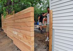 Love this horizontal fence action by ro/lu #fencing #yard #backyard