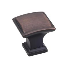 This brushed oil rubbed bronze finish square cabinet knob with pillow design is a part of the Annadale Series from Jeffrey Alexander. A perfect blend of craftmanship in traditional and contemporary design to complement any decor.