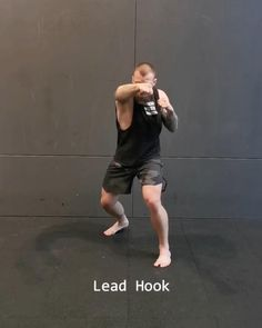 Mixed Martial Arts Heavybag Combination Kickboxing Workout, Gym Workout Tips, Workout Videos, Self Defense Moves, Self Defense Martial Arts, Gymnastics Videos, Gymnastics Workout, Martial Arts Workout, Martial Arts Training