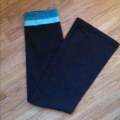 Lululemon Groove Yoga Pant LONG Selling these Lululemon Groove Yoga Pants. Perfect condition, no sign of wear. Super cute and comfy! lululemon athletica Pants Boot Cut & Flare