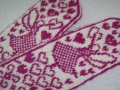 Vanuttunut Villasukka: Rakastunut keijukainen lapaset (Fairy in love mittens) Mittens Pattern, Knit Mittens, Knitted Gloves, Fingerless Gloves, Knitting Charts, Knitting Ideas, Ravelry, Free Pattern, Knit Crochet
