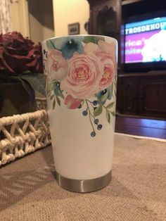 Floral tumbler - add a glittered epoxy finish - cuteness - Floral tumbler – add a glittered epoxy finish - Vinyl Tumblers, Custom Tumblers, Cup Crafts, Tumbler Cups, Sippy Cups, Yeti Cup, Tumbler Designs, Glitter Cups, Cup Design