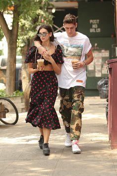 dua lipa street style Dua Lipa Concert, Anwar Hadid, Stylish Couple, Celebrity Style Inspiration, Beach Wallpaper, Cute Couples, Kendall, Singers, Musicians
