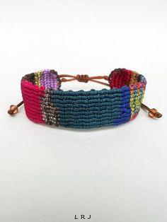 Bracelet manchette de macramé coloré, Patchwork style, réglable, Makrame handknotted bracelet, ethnique, Gypsy, Elegant, bijoux faits main, Cavandoli