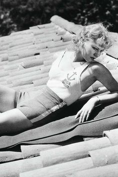 Ginger Rogers is listed (or ranked) 81 on the list 99 Absurdly Sexy Vintage Pin-Ups Golden Age Of Hollywood, Classic Hollywood, Old Hollywood, Hollywood Bedroom, Hollywood Pictures, Hollywood Glamour, Pin Up Models, Role Models, Pin Up Pictures