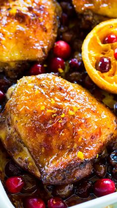 Cranberry Orange Chicken in One Pan Recipe [VIDEO] - Sweet and Savory Meals Fresh Cranberry Recipes, Cranberry Chicken, Orange Recipes, Rosemary Orange Chicken Recipe, Cranberry Sauce, Raclette Originale, Galette Des Rois Recipe, Italian Appetizers, Glazed Chicken